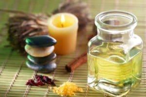 Камфорное масло для лица – рецепты для проблемной кожи