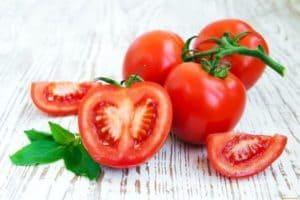 Маски из помидора для лица — сохраняем красоту и молодость