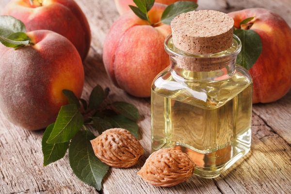 применение персикового масла для лица