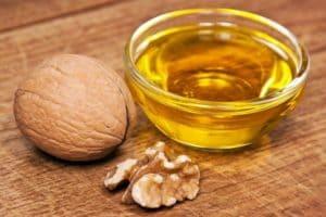 Полезные свойства масла грецкого ореха и его применение для омоложения