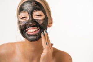 Уход за кожей с помощью активированного угля