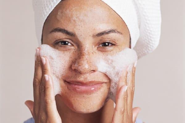 Можно ли умываться обычным мылом?