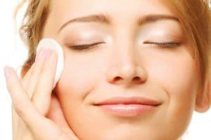 Тонизирование кожи лица — важный процесс ухода за кожей