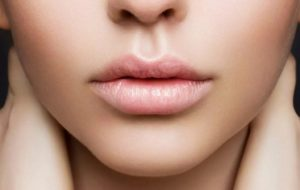 «Зимний» уход для ваших губ. Советы косметолога