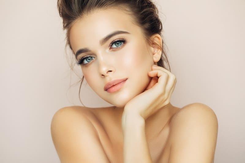 Долой тоналку! 9 способов придать лицу идеальный цвет без тонны косметики