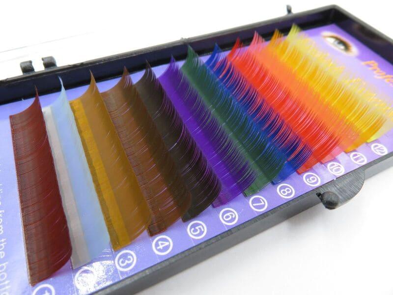 Будь яркой с цветными наращенными ресницами