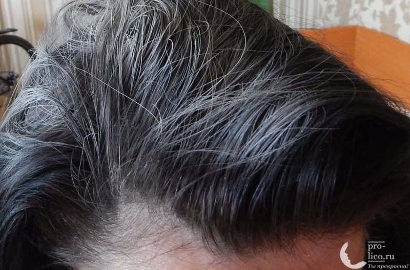 Сухой шампунь Прелесть Extra Fresh фото на волосах