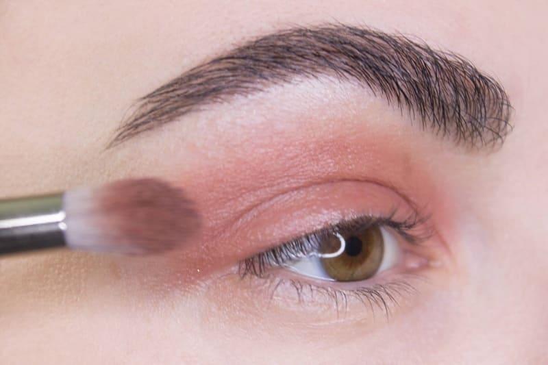 7 полезных советов по нанесению макияжа без подводки для глаз