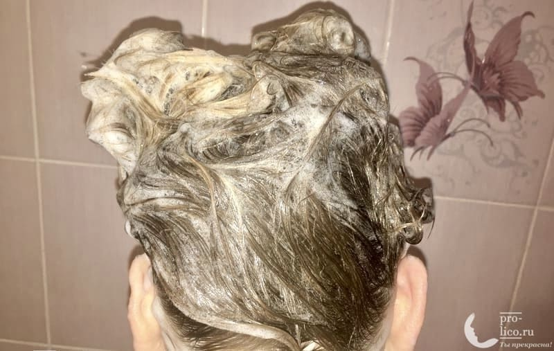 Шампунь TRESemme «Разглаживающий для волос» Keratin Smooth с кератином и маслом марулы пена