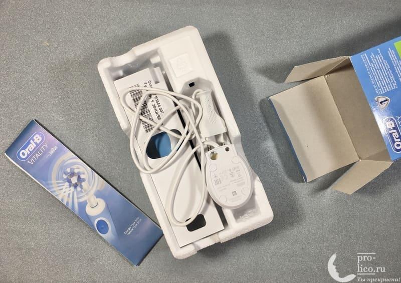Электрическая аккумуляторная зубная щетка Oral-B Vitality CrossAction открываем коробку