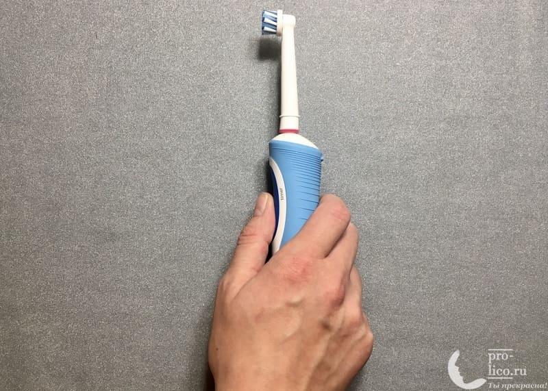 Электрическая аккумуляторная зубная щетка Oral-B Vitality CrossAction