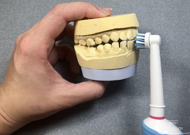 Электрическая аккумуляторная зубная щетка Oral-B Vitality CrossAction чистка зубов