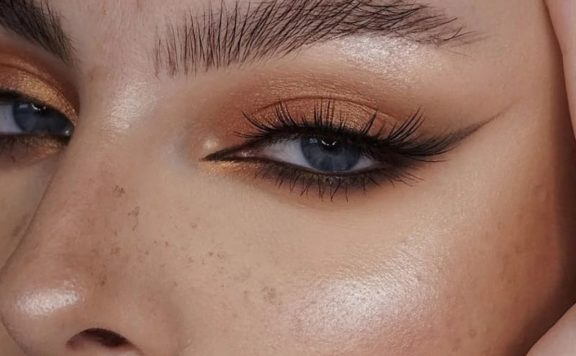 Маленький штрих в макияже, но как преображает взгляд — о туши и крутом способе её нанесения